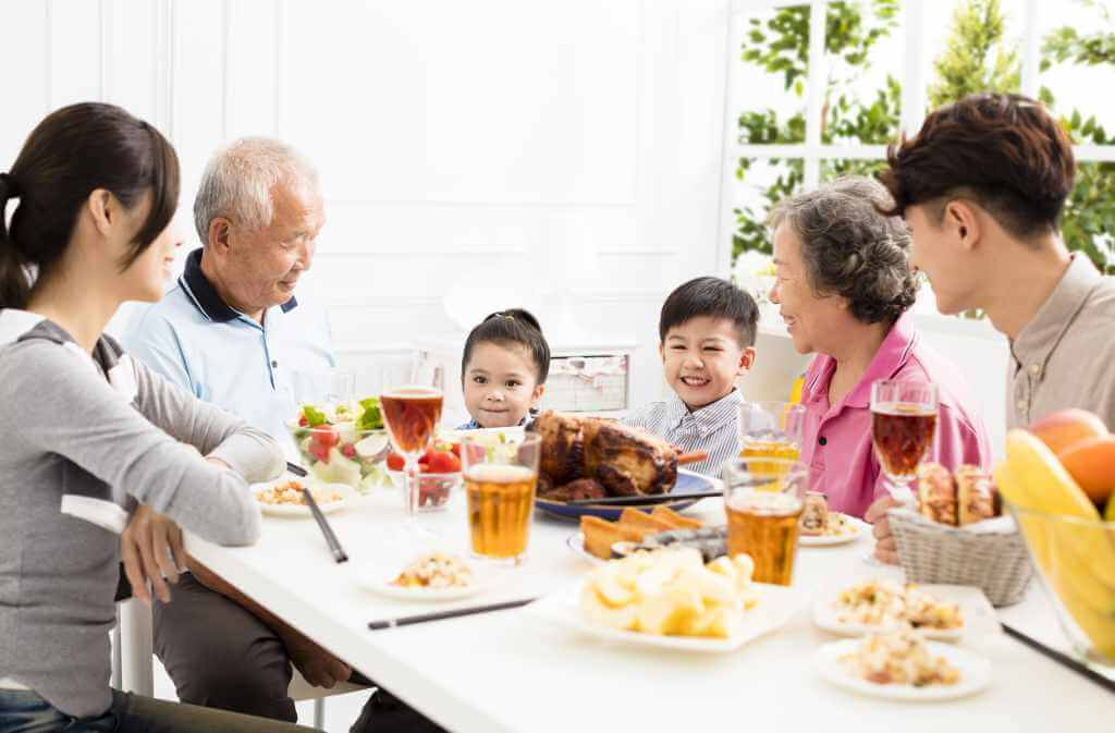 11 Benefits of Family Eating